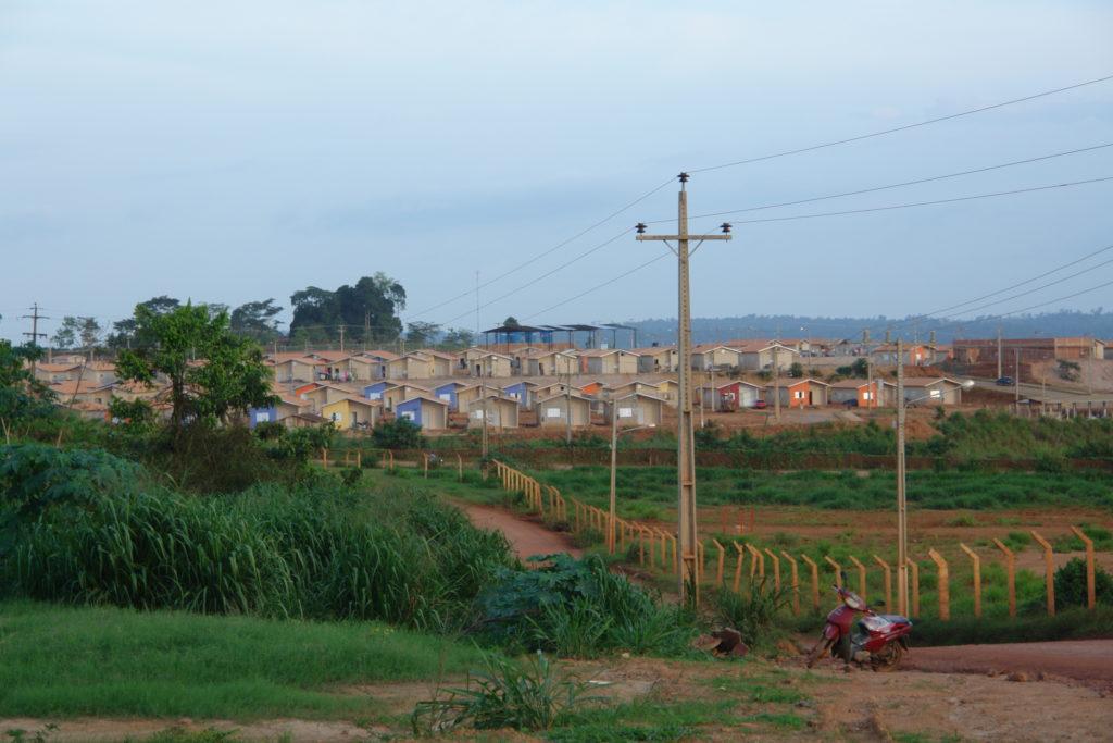 Na foto é possível ver um reassentamento urbano coletivo